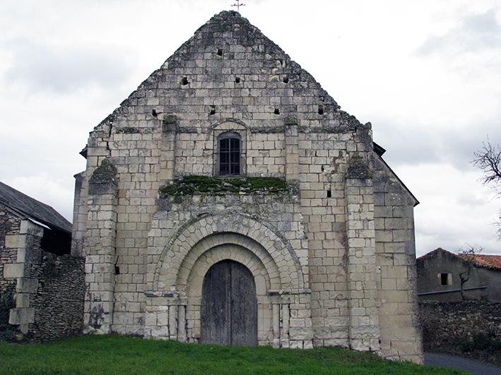 Fig. 1 - L'église Sainte-Marie de Chasseignes