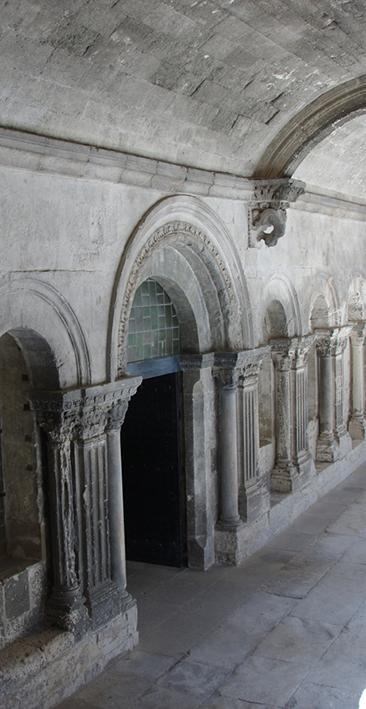 Fig. 2 - Baies de la salle capitulaires, ouvertes dans la galerie nord