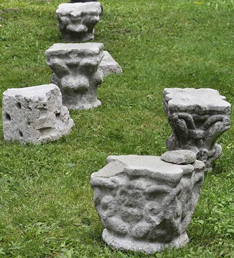 Fig. 3 - Chapiteaux romans prélevés lors de l'étude