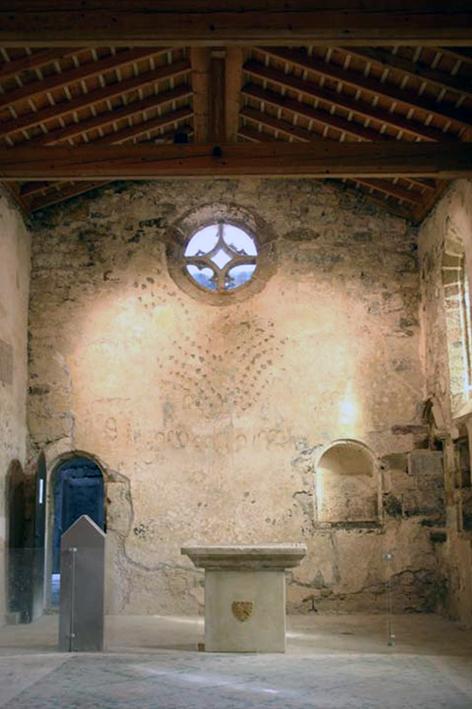 Fig. 5 - Mur est de la chapelle haute de l'abbé Auger de Cogenx (1296)