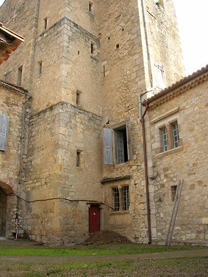 LAGRASSE-Porterie_2007_2 Fig. 2 - Base de la tour d'escalier à l'angle nord-est de la cour