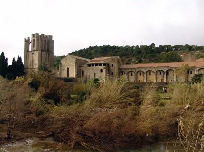 Lagrasse Vue de l'Abbaye