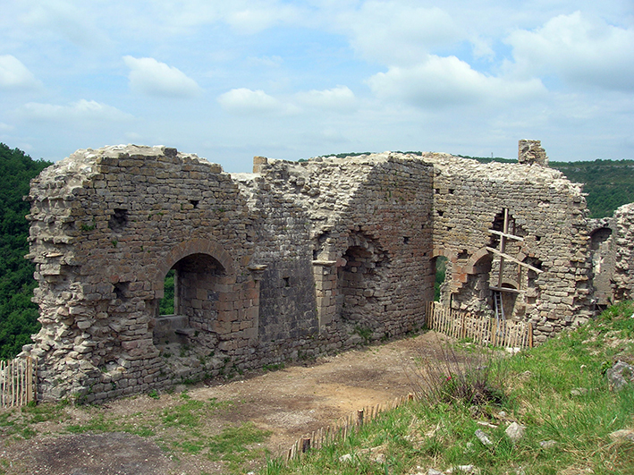 Fig. 2 - Les deux murs conservés de la aula