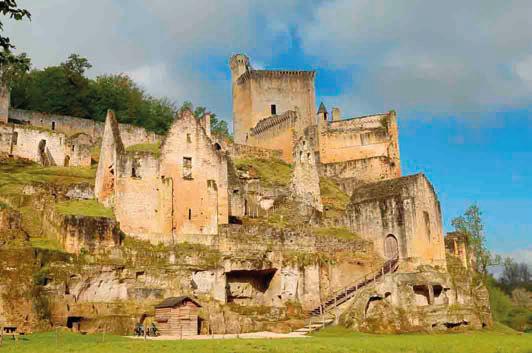 Fig. 1 - Le château de Commarque