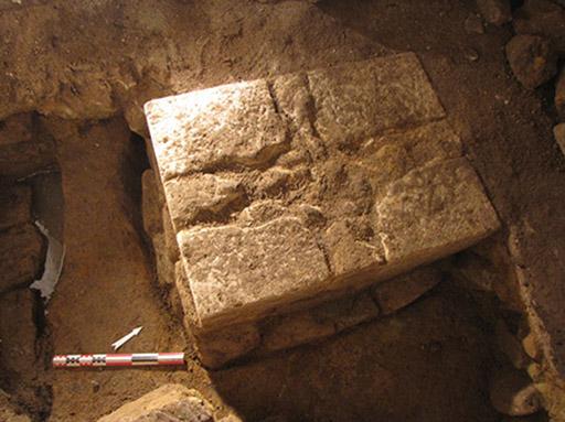 Fig. 2 - Fondation de l'autel