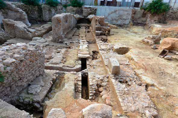 Fig. 5 - Vue axiale de la première travée du théâtre avec sur la droite le mur MUR 266
