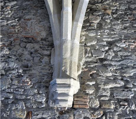 Fig. 4 - Retombée de la voûte d'ogive de la grande salle du premier étage datant de la fin du XIIIe ou du XIVe siècle