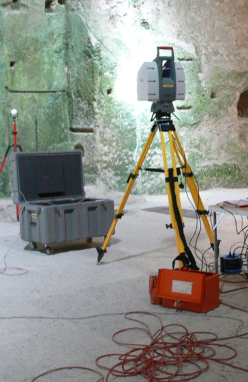 Fig. 1 – Matériel de relevé par scanner laser