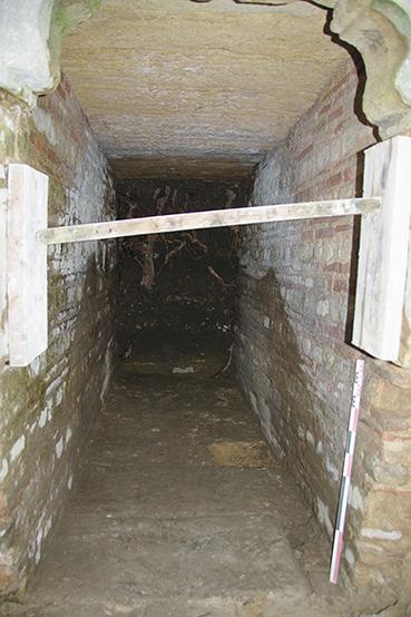 Fig. 3 - Le couloir se développant à l'arrière de la poterne