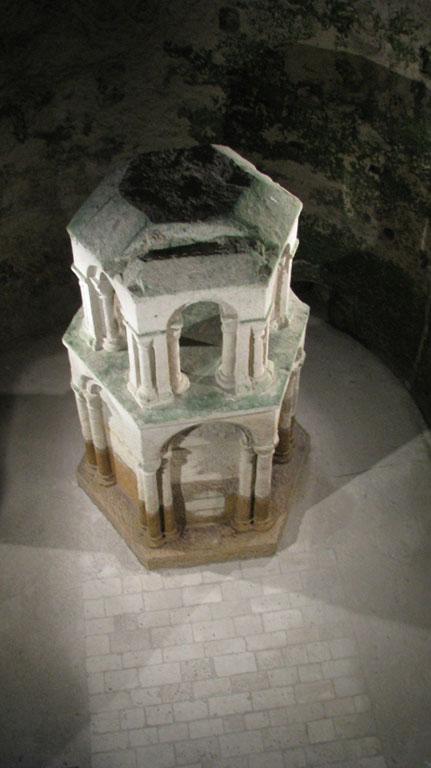 Fig. 4 - Espace martyrial, abside et édicule