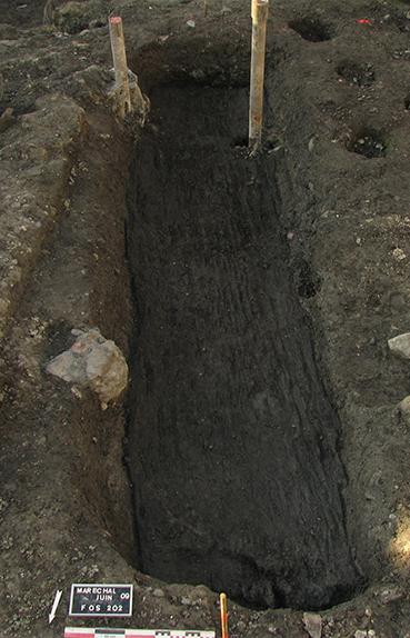 Fig. 6 - Cuve en bois qui pourrait correspondre à une cuve de tanneurs
