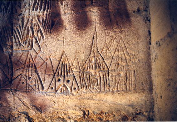 Fig. 1 - Détail des graffiti de la cave : croix du Golgotha et Saint-Sépulcre