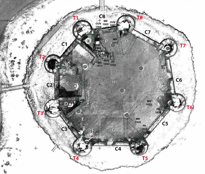Fig. 1 - Plan topographique du château