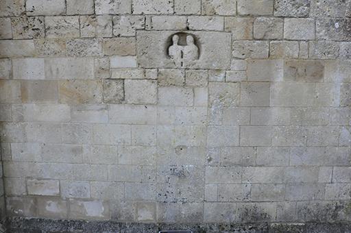Fig. 1 - Remploi antique en linteau de porte