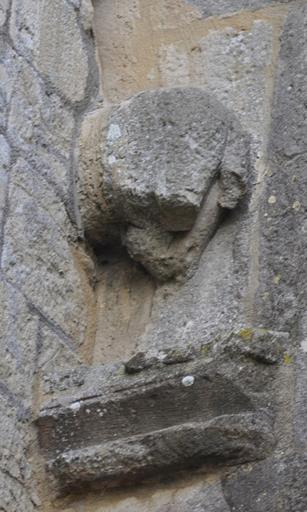 Fig. 1 - Fragment de sculpture zoomorphe en façade occidentale