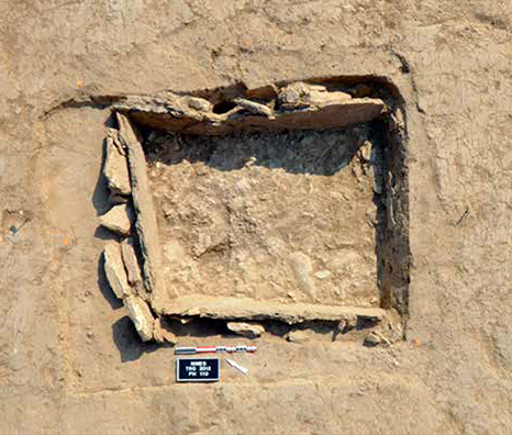 Fig. 2 - Probable sépulture en coffre