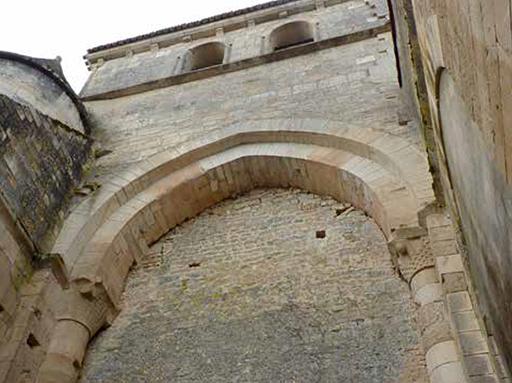 Fig. 3 - Bouchage de l'arcade de communication entre le bras du transept et le collatéral nord