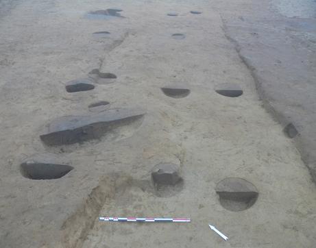 Fig. 4 - Ensemble de trous de poteau témoignant de la présence d'un bâtiment