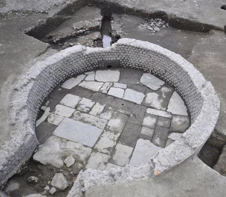 Fig. 4 - Le bassin dans son état de l'extrême fin du IIe siècle ou du début du IIIe siècle