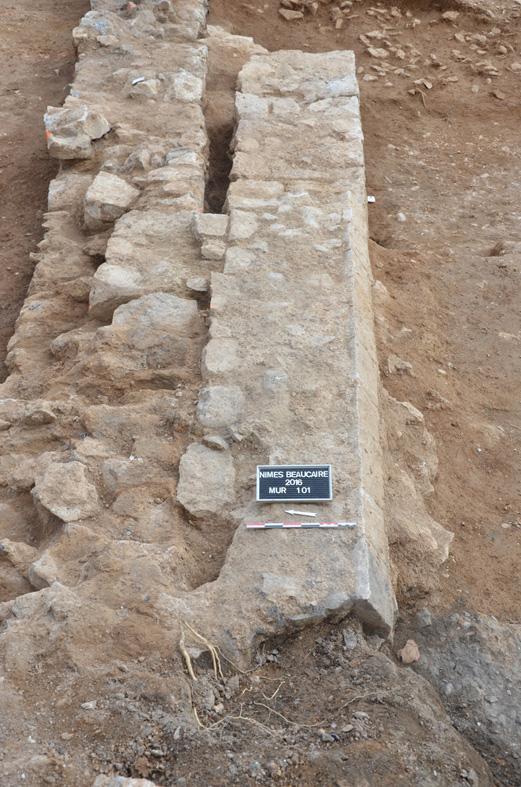 Fig. 3 - Vue du mur de l'enclos funéraire