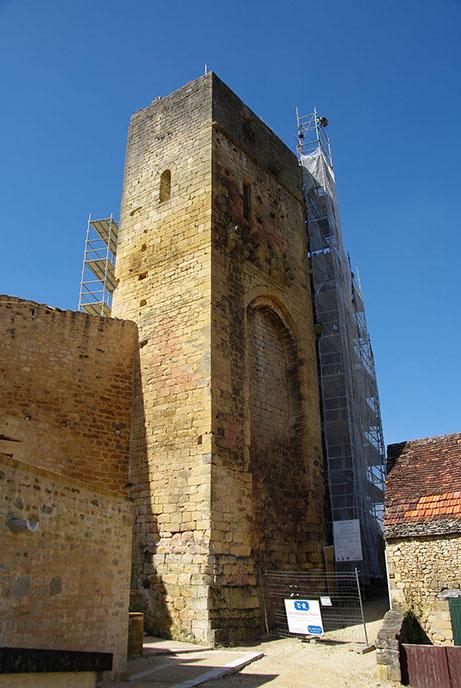 Fig. 3 - Élévation extérieure sud de la tour