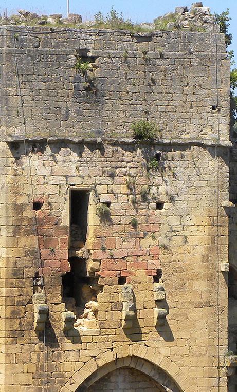 Fig. 5 - Élévations extérieures est de la tour