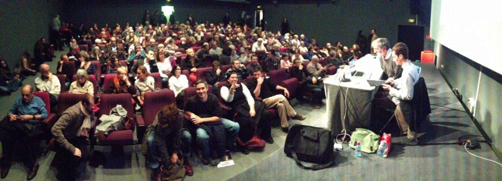 Conférence de présentation au public